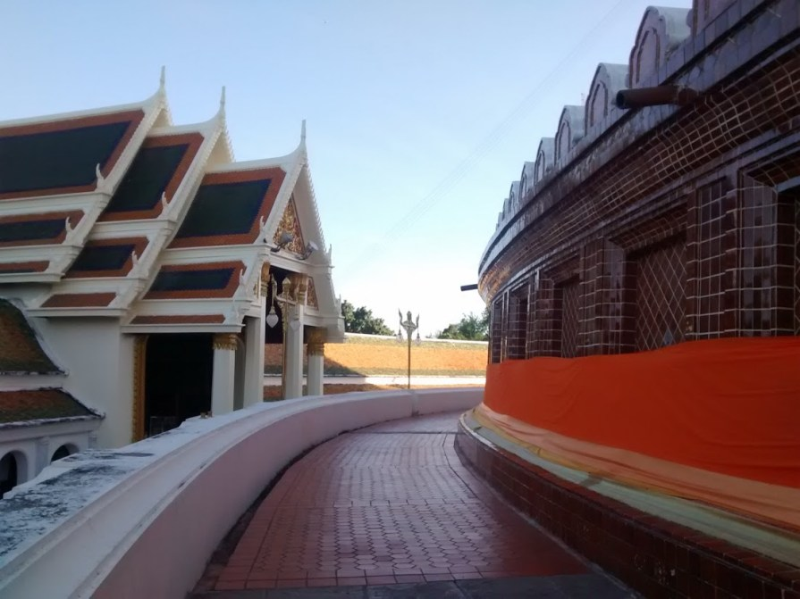 The circular path inside the wat directly beneath the stupa