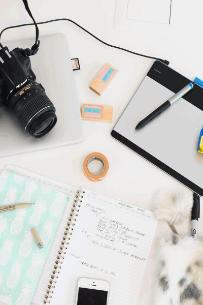 5 Must Have Desk Essentials For Blogging