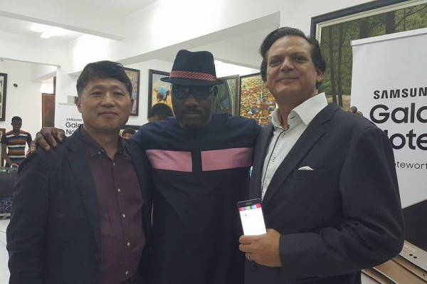 Toni Kan with MD and Marketing director of Samsung