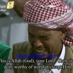 مصلي يبكي خاشعاً اثناء صلاته في ليلة 27 من رمضان في الحرم المكي