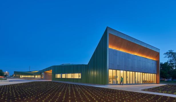 Marlon-Blackwell-Architects-Thaden-Reels-6-Dusk-Lights_DT-1