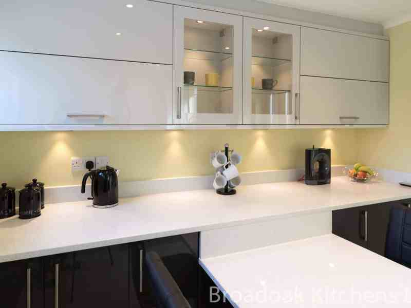 Second Nature Porter Graphite & Porcelain Gloss with Quartz Worksurface, Seating area