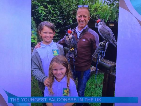 Broadwindsor 1st Rainbows & Guides Talk To Phil & Holly on ITV