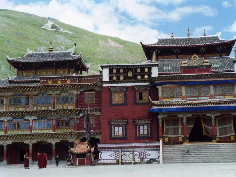 Lhagang-main-building