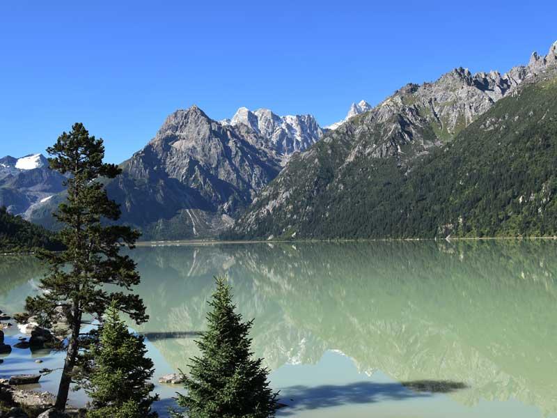 trola-mountain-and-lake