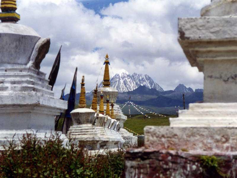 yarla-mountain-and-lhagang