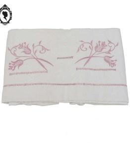 1 Drap ancien broderie colorée de fleurs et point échelle rose en coton épais XIXème