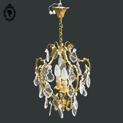 Luminaire, luminaire chic, brocante chic, lustre chic, lustre laiton, lustre bronze, lustre bronze pampille, lustre cage, lustre pampille, lustre cristal, lustre 2 feux, lustre 2 lumières, lustre 2 bougies, lustre 2 ampoules, lustre rocaille, lustre, lustre ancien, lustre à pampilles, lustre baroque, lustre vintage, suspension plafonnier, lustre cage ancien, lustre cage pampille, lustre romantique, lustre luxe, lustre élégant, lustre volutes, lustre cage à pampilles, pampille gouttes, pampille, suspension pampille, suspension doré, lustre doré, suspension laiton, suspension ancienne, suspension vintage, lustre bronze, suspension bronze, luminaire bronze,