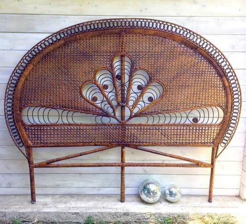 grande tete de lit en rotin peacock
