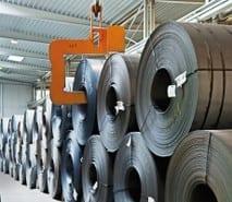 Stahlcoils als Vormaterial für unser Kaltwalzwerk und unsere Spaltanlagen