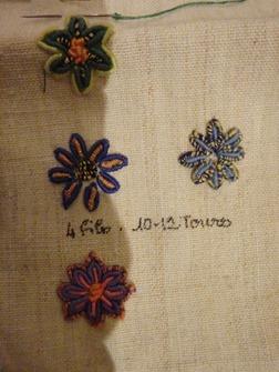 broderie-Maya-fleurs-au-point-de-poste_thumb