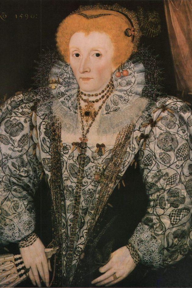 vêtement de lin décoré de broderie noire