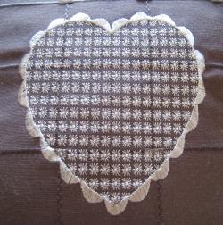détail coussin coeur