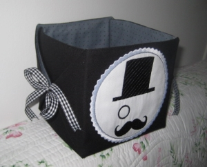 boite pochette michèle moustache