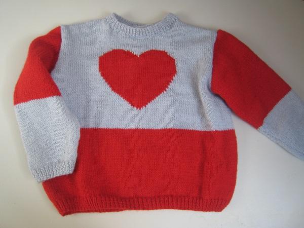 pull enfant 8 ans rouge gris coeur