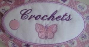 etiquette crochets