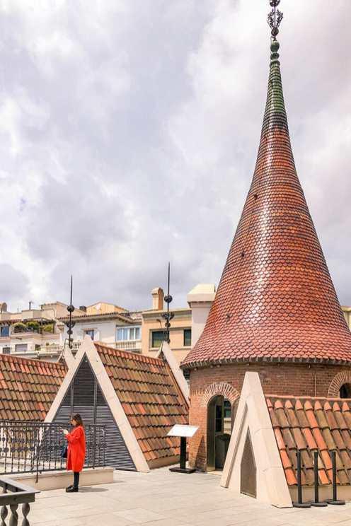 Casa-de-las-Punxes,-Barcelona-3