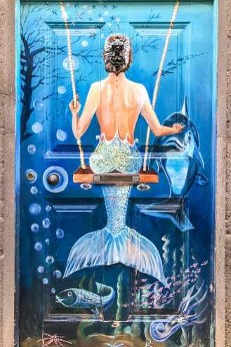 Painted-door-of-Funchal,-Madeira-3