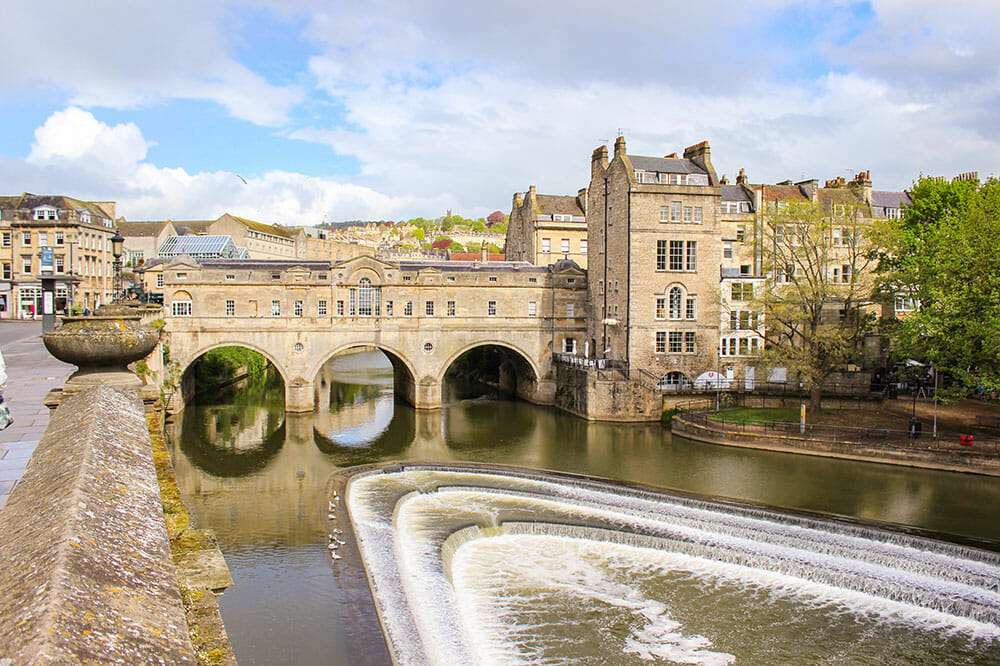 Pulteney Bridge over the river with buildings on both sides