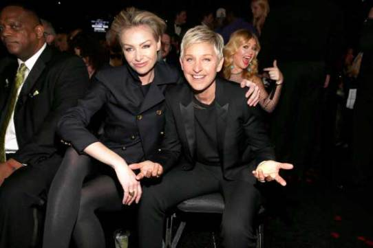 Kelly Clarkson Photobomb Ellen Degeneres at the 2013 Grammy Awards