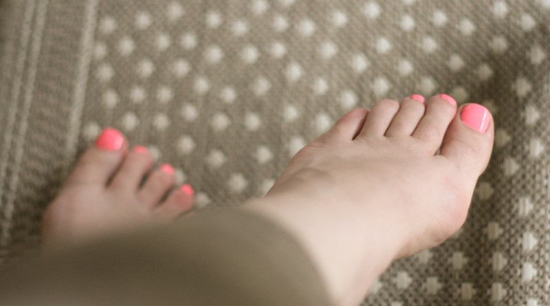 nails pedicure nail art sepia coral pink toes toenail plish