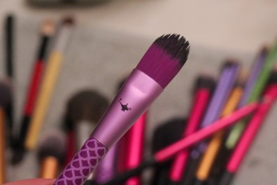 brush cleaning concealer foundation soho new york disney aladdin brush