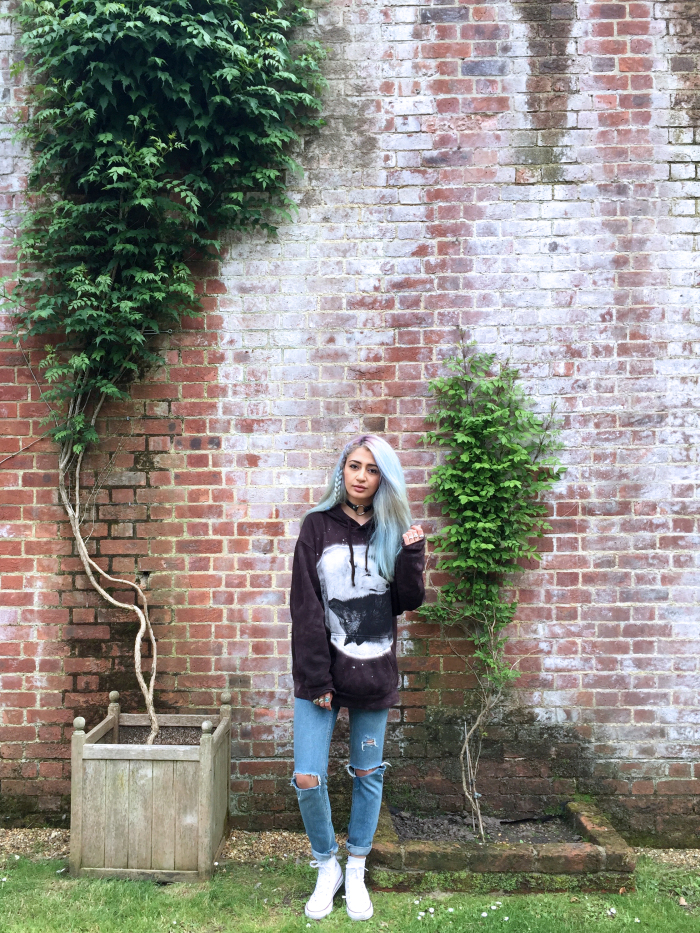 blogger style converse outfit hoodie ripped jeans unicorn hair