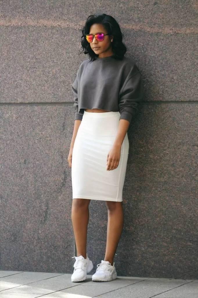 25 Cute Sweatshirt Outfits for Maximum Style u0026 Comfort