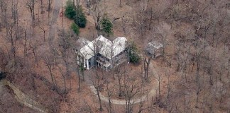 Rock Hill mansion in Mockingbird Valley threatened (via Bing maps)