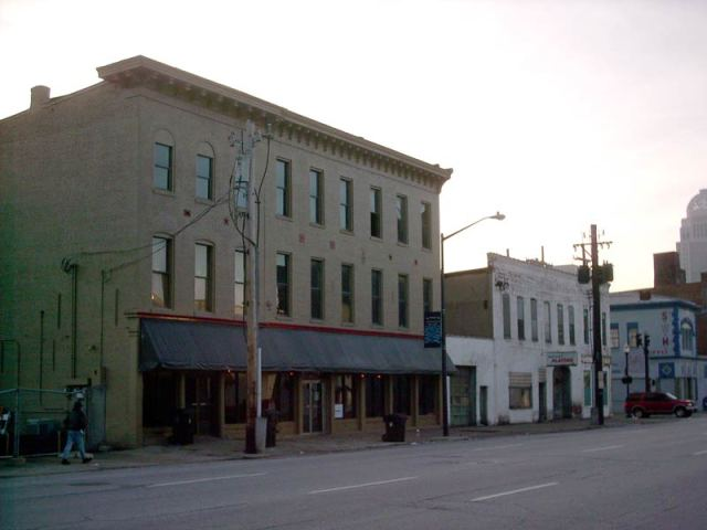 308 East Main Street in 2003 (Broken Sidewalk)