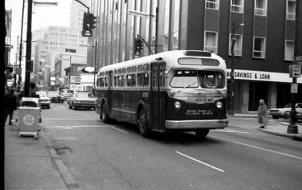 Bridge Transit Company at 4th and Chestnut streets. (Courtesy TARC)