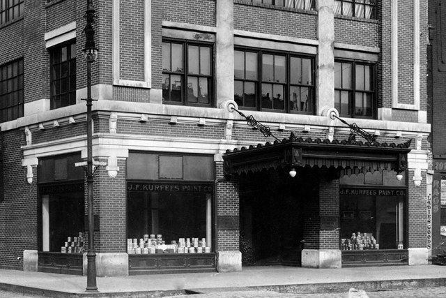 The building's original Beaux Arts facade and canopy along East Market Street. (Courtesy NRHP)