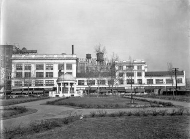 Lincoln Park looking toward the Speed Building. (UL Photo Archives)