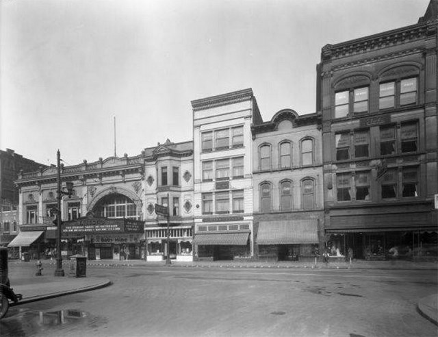 Fourth and Guthrie streets showing the Majestic Theater in the spot of today's McCrory's building. (UL Photo Archives)
