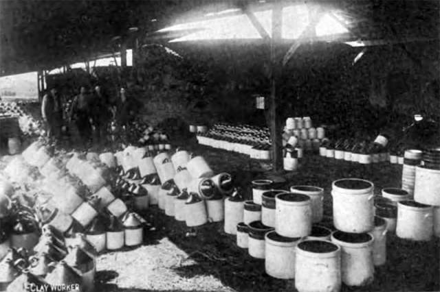 Inside the Louisville Pottery factory at the turn of the 20th century.