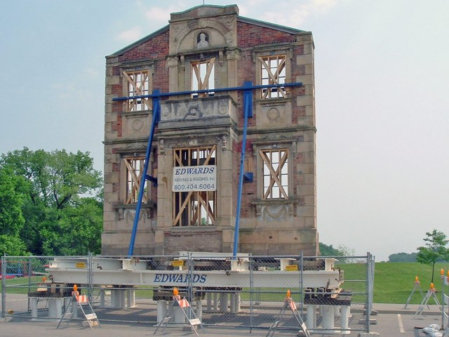 Moving the facade to Frankfort Avenue. (Courtesy Wikimedia Commons)
