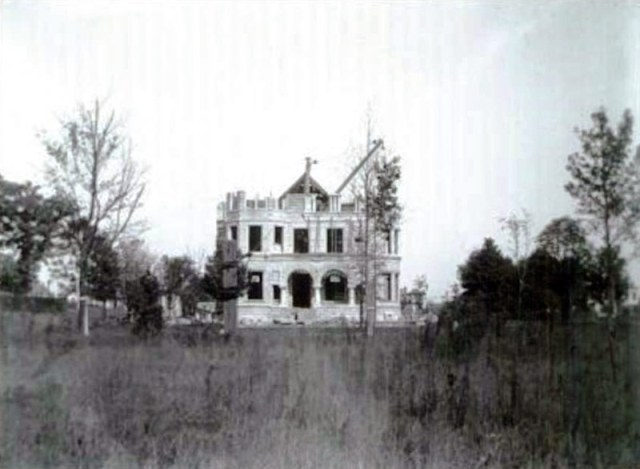 The Conrad-Caldwell House, designed by Arthur Loomis, under construction in the 1890s. (Courtesy UL Photo Archives)