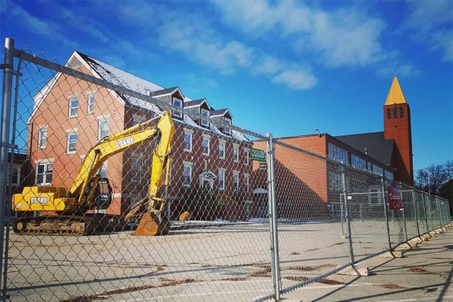 The convent before demolition. (Bryan Grumley / Broken Sidewalk)