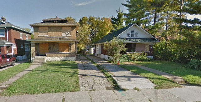 Two houses to be demolished for the Family Dollar parking lot. (Courtesy Google)