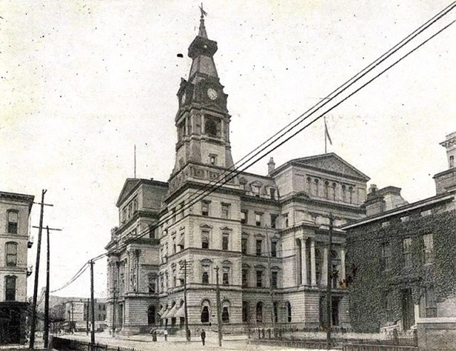The old Customs House with residences still visible, but apartment buildings visible at Chestnut Street.
