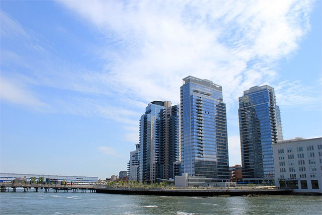 The Edge of the Williamsburg, Brooklyn, waterfront. (Katie Killary / Flickr)