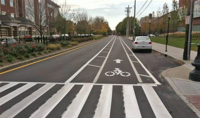 A buffered bike lane on Fourth Street near the University of Louisville. (Courtesy Bike Louisville)
