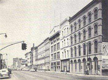 A historic view of Whiskey Row before the collapse of a corner building. (Courtesy Theodore M. Brown / LFPL)