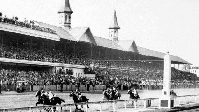 Kentucky Derby at Churchill Downs in 1943. (Courtesy Library of Congress)