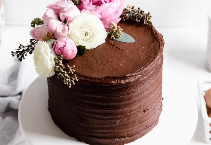 Vanilla Cake With Chocolate Buttercream Broma Bakery
