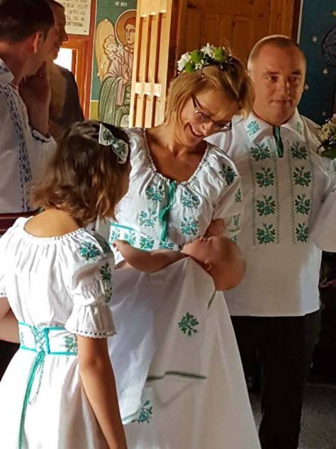 ie traditionala camasa populara (38)