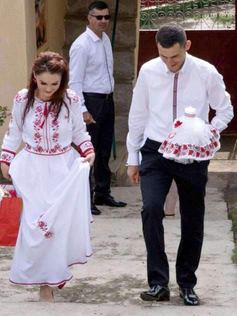 mireasa rochie brodata traditional