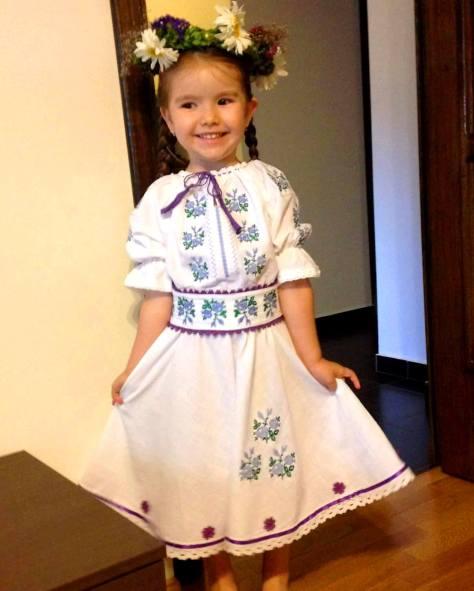 rochie fetita brodata motive traditionale (1)