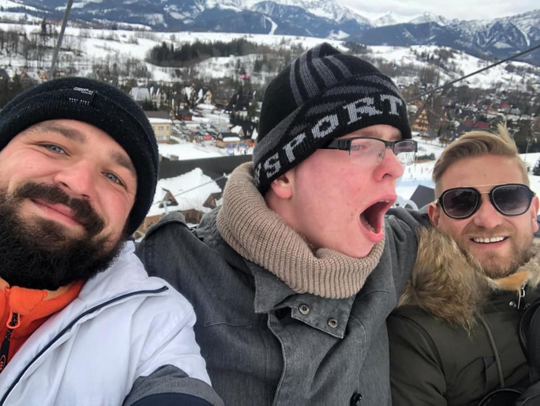 Patryk Vega wynajął dla nich busa, a Bartek Jędrzejak zorganizował zimowe atrakcje w stolicy