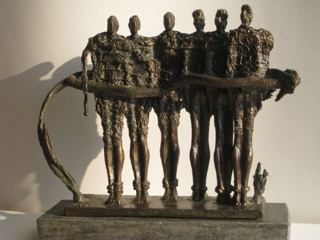 "bronzen beeld, Collectie ""Connected"""